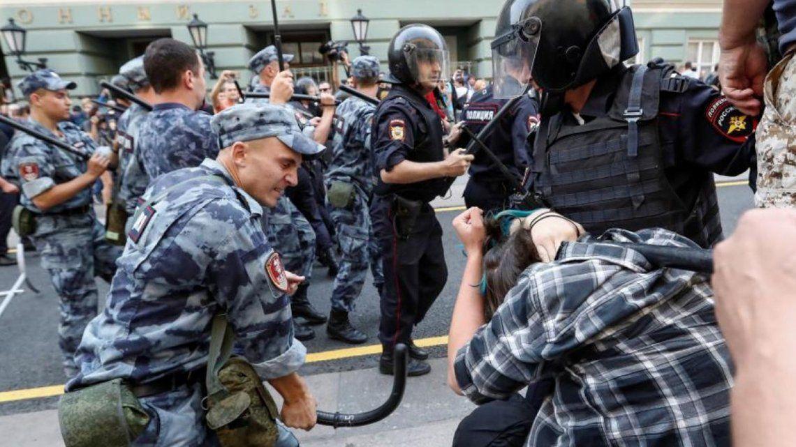 Rusia: cientos de detenidos en marcha opositora