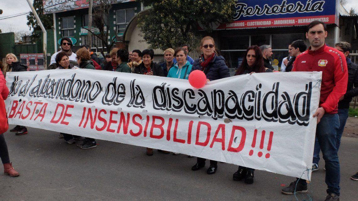 Una multitud abrazó al Cottolengo Don Orione para reclamar fondos