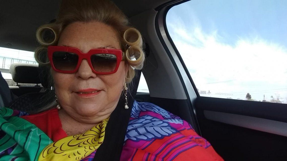 La foto bizarra de Carrio: peluquería móvil
