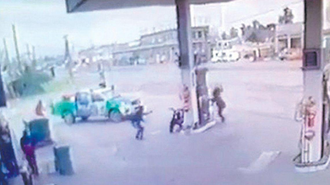 Más de treinta disparos en una estación de servicio