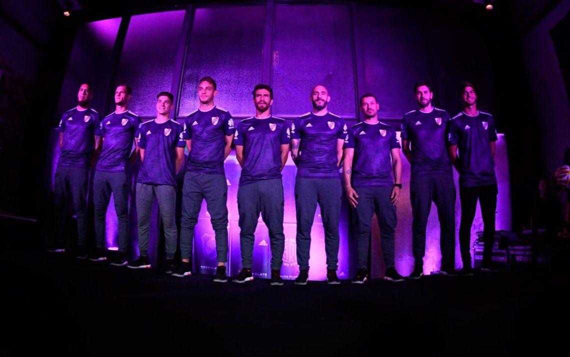 Por qué River eligió el color violeta para su nueva camiseta ... 98bf26f57ca57