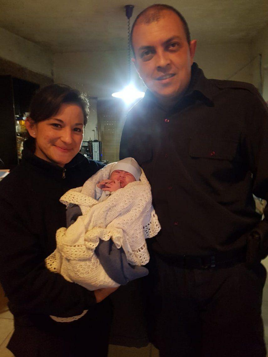 Dos policías de Morón asistieron en el parto a una vecina tras llamado al 911
