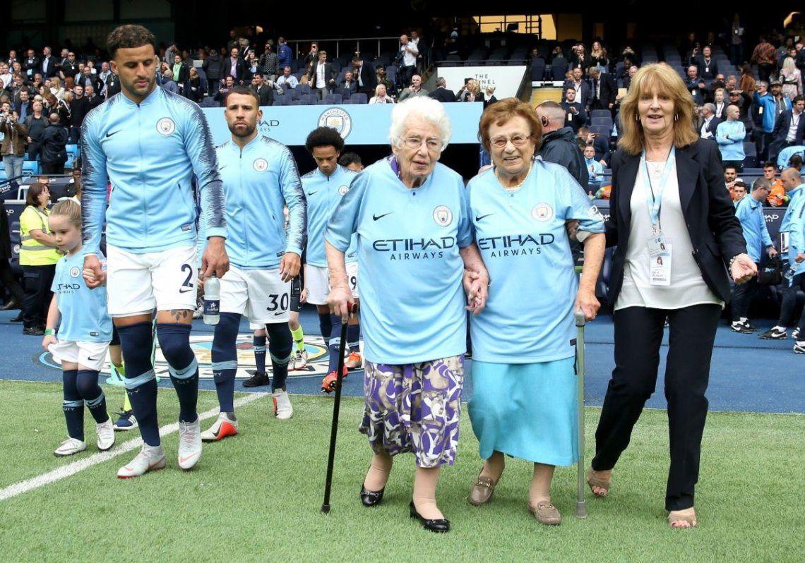 El emotivo homenaje del Manchester City a una fanática de ¡102! años