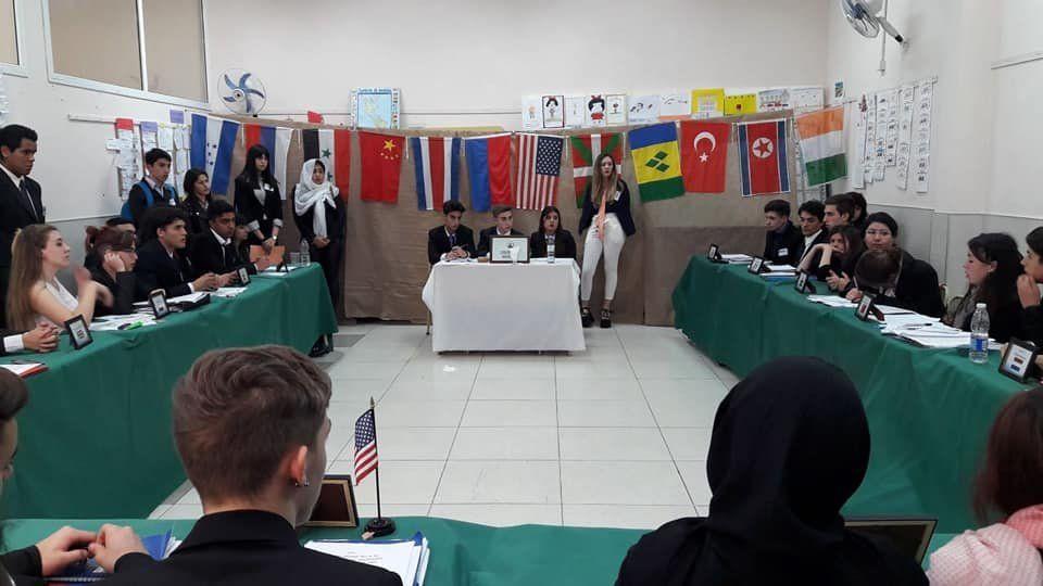 Alumnos de Lomas asumieron roles diplomáticos en el IV Modelo ONU