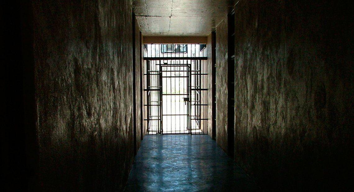 Tres años de cárcel para un albañil por golpear a su ex y a su hija