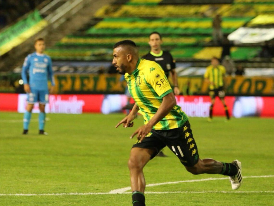 Aldosivi le ganó 2-0 a San Martín de Tucumán en Mar del plata