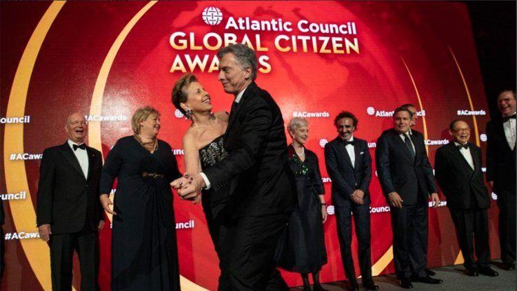 Video | Mauricio Macri sacó a bailar a una mujer en plena gala en Nueva York