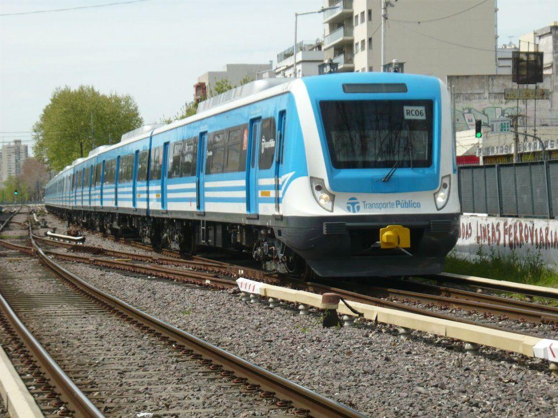 El tren Sarmiento reanudó el servicio completo entre cabeceras tras amenazas de bomba