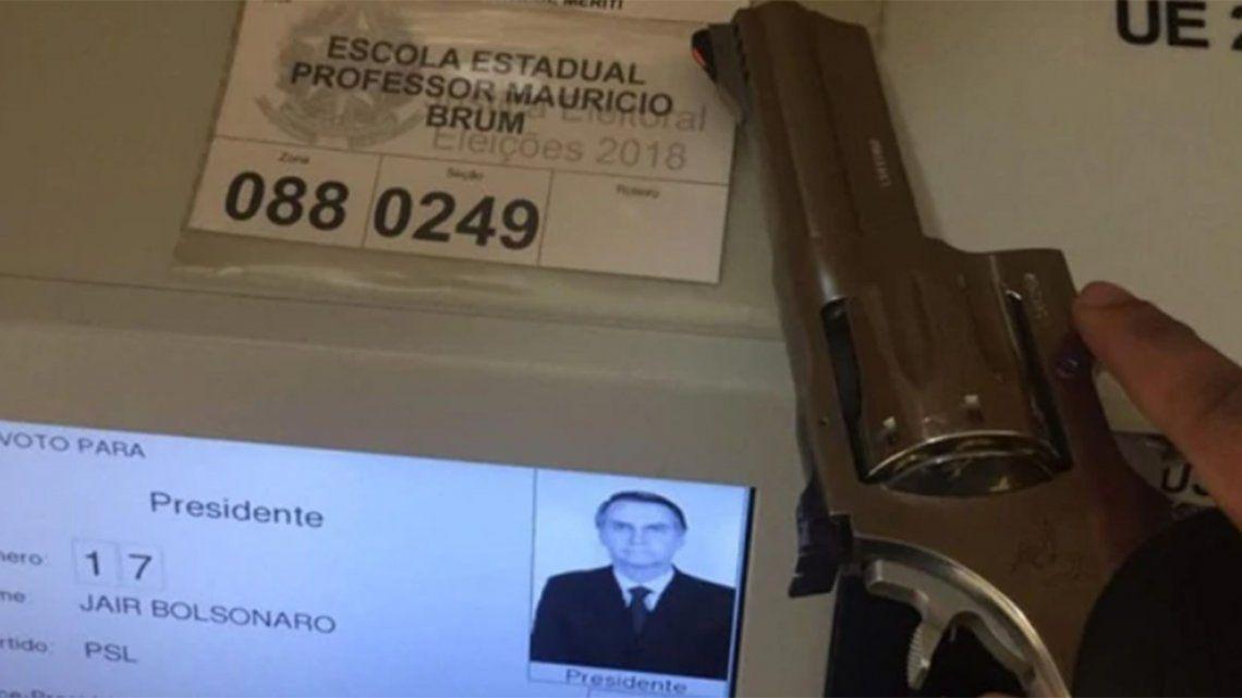 Video | Simpatizante de Bolsonaro utilizó un arma para votar