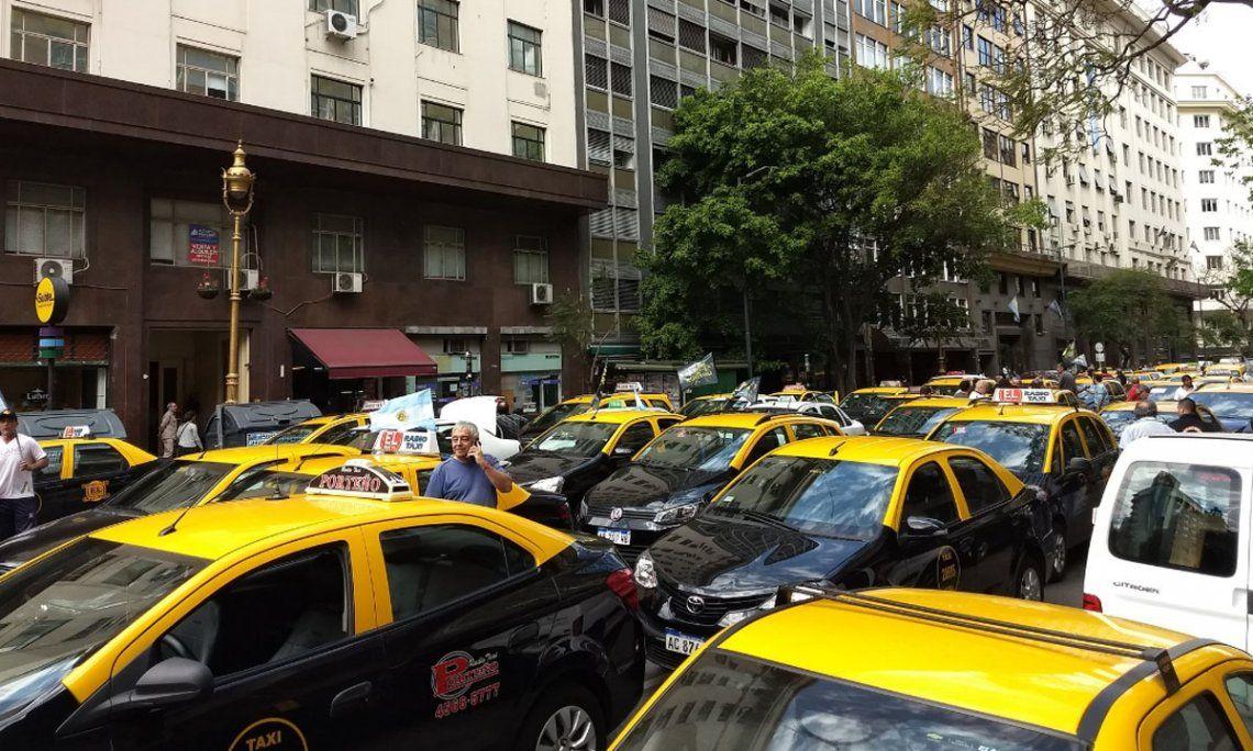 Marcha de taxistas contra UBER generó caos en el centro porteño