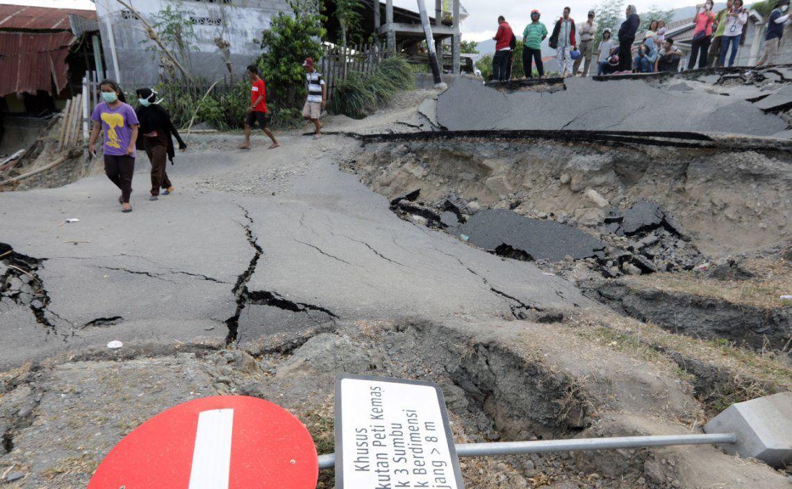 Indonesia elevó a 2000 la cantidad de muertos por el tsunami