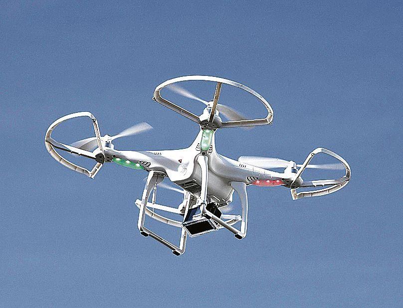 Los drones tienen la capacidad de filmar y tomar fotografías aéreas.