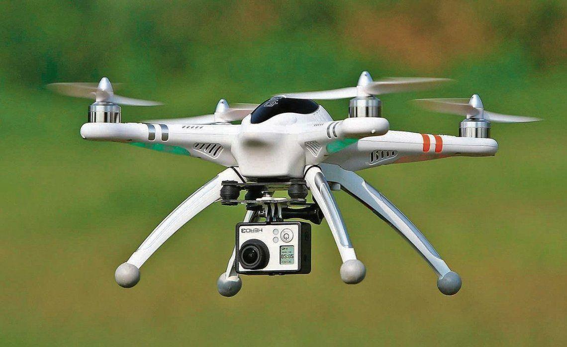 dUn vecino afirmó haber visto dos drones sobrevolando su vivienda de Varela.