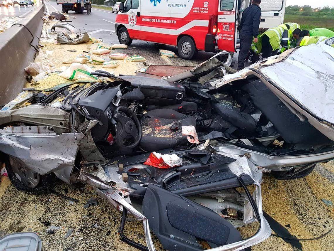 Un muerto en cuádruple choque en Autopista La Plata Buenos Aires