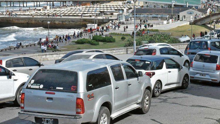 dEn Mar del Plata también se multiplicó el tránsito y en muchos casos costó llegar hasta la playa.