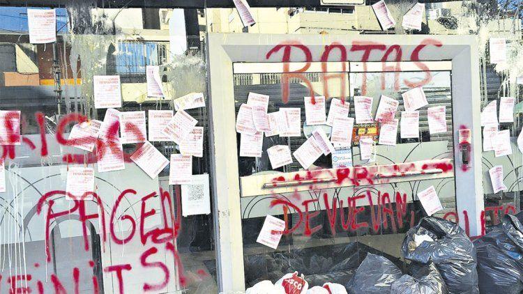 Hace dos años, algunos damnificados escracharon el local de una financiera vinculada al caso.