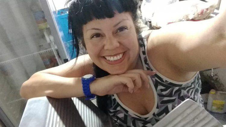 La hija no reconocida de La Mona Jiménez vende choripanes en Berazategui
