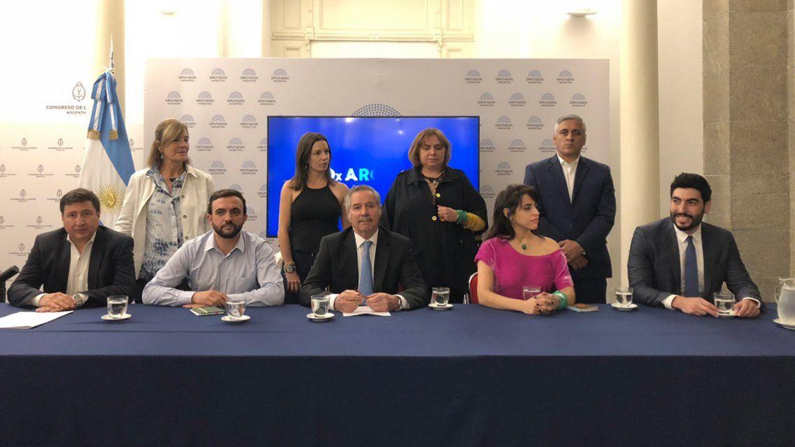 Solá presentó un nuevo bloque: PJ, frente sindical, organizaciones sociales y feminismo
