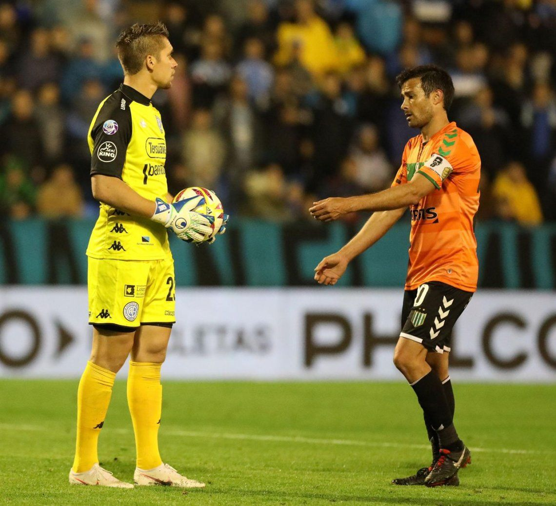 La AFA castigó al árbitro Espinoza tras polémica por gol de Banfield a Belgrano