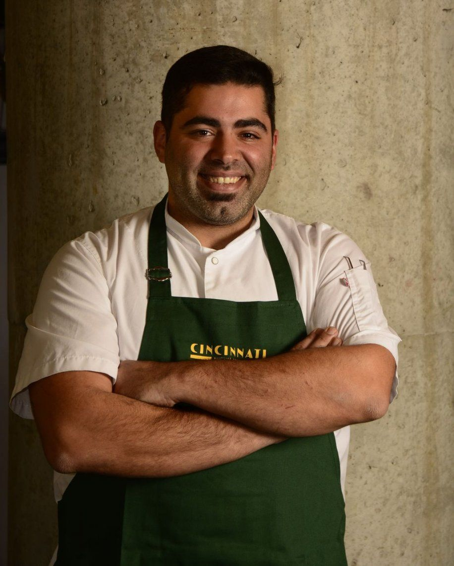 Atahual Flores y su característica pizza napolitana