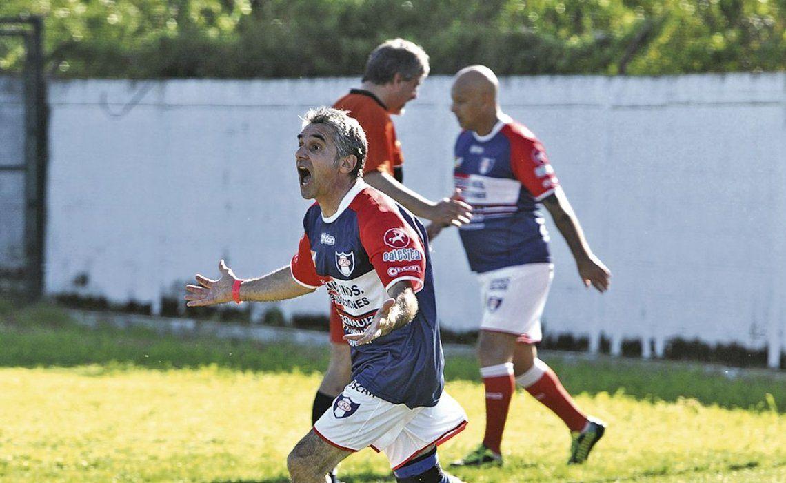 dLa competencia avanza en el torneo de fútbol amateur.
