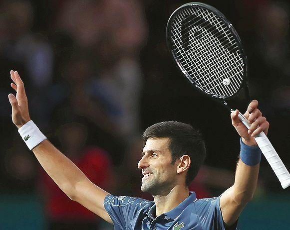 Djokovic saluda tras su victoria.