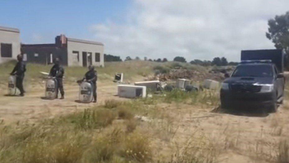 Hallaron el cadáver de una mujer entre los médanos