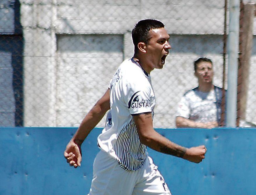 dGastón David anotó un verdadero golazo desde más de 40 metros.