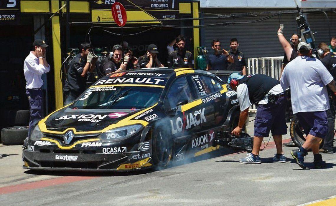 dProblemas mecánicos para Leonel Pernía en la competencia en Buenos Aires.
