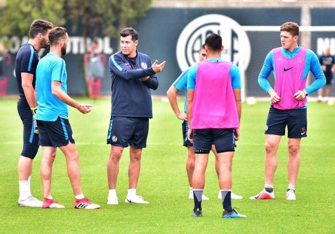 Almirón dirigió su primera práctica en San Lorenzo con indicaciones muy locas