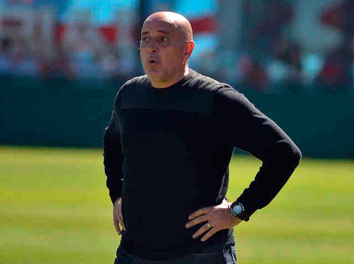 El DT deja el banco en medio de un mar de malos resultados y se despidió con un incidente repudiado en todo Quilmes.