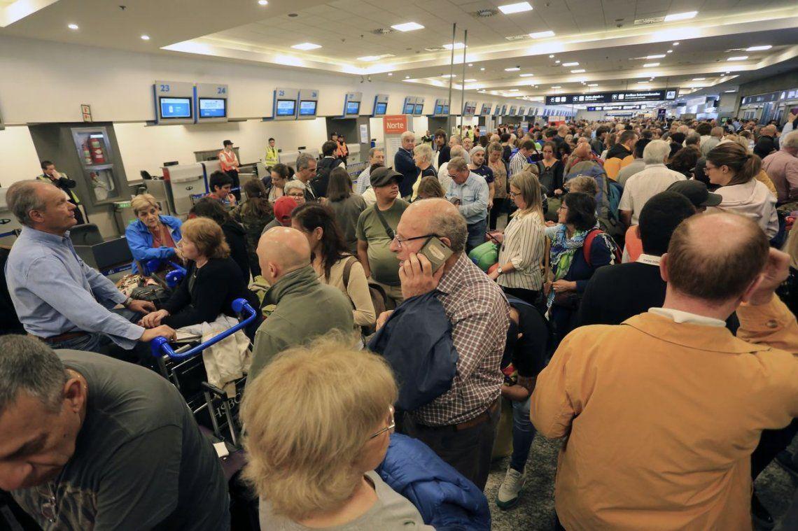 Aerolíneas Argentinas caos por la cancelación más de 240 vuelos por una asamblea