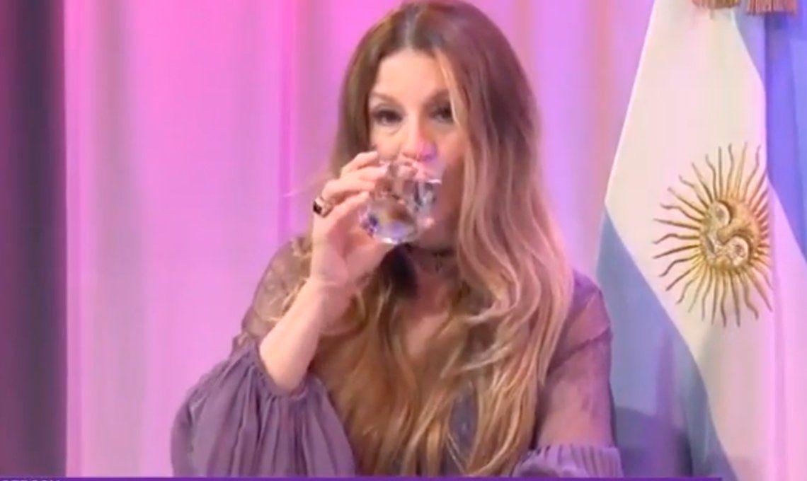 Gisela Barreto explicó los peligros del sexo anal con un vaso de agua