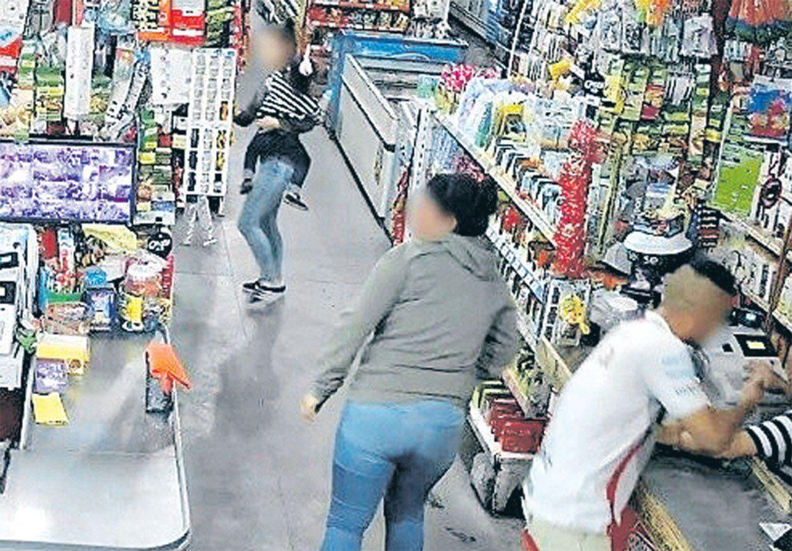 San Francisco Solano: una ex policía lideró una banda que asaltó un súper