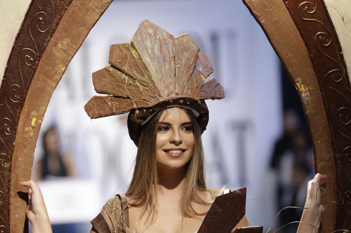 Fotos | El desfile de vestidos hechos con chocolate