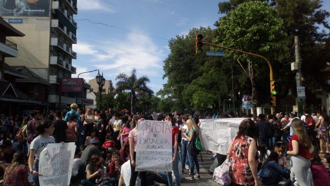 Adrogué: Alumnos del Colegio Nacional exigen expulsión de estudiante acusado de abusos