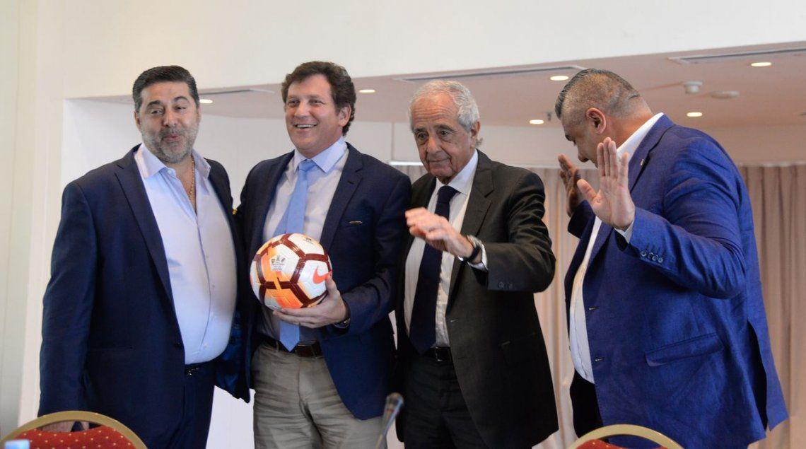 Angelici contó qué lo hizo aflojar para aceptar la decisión de la Conmebol de jugar el partido con River en Madrid
