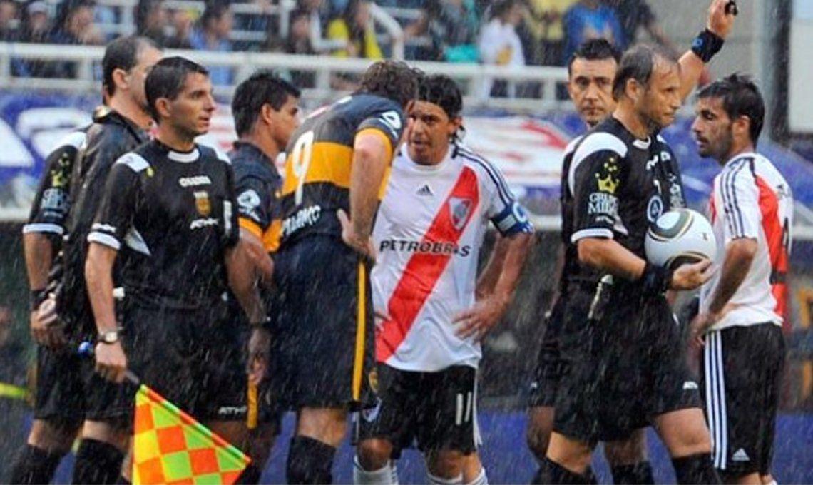 El último Superclásico suspendido por lluvia también fue en la Bombonera