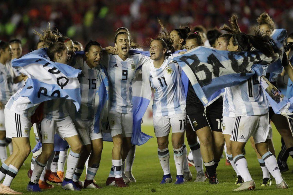 En el Día de la futbolista, Chiqui Tapia aseguró ser el presidente de la inclusión
