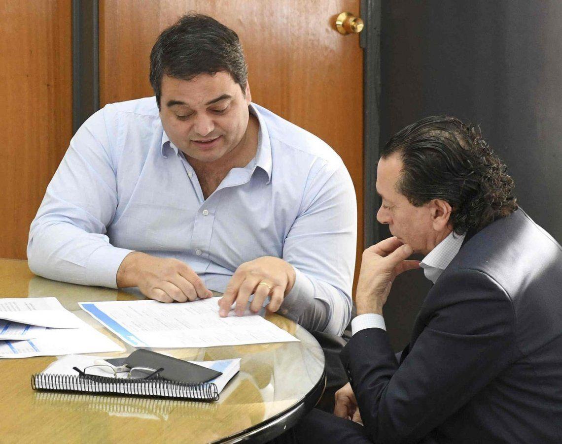 Jorge Triaca y Dante Sica ultiman los últimos detalles antes de que el secretario de Trabajo abandone el cargo.