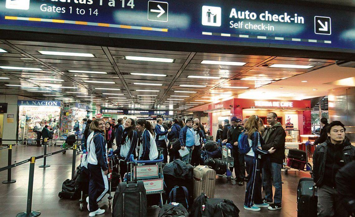 El hall de aeroparque la pasada medianoche ya mostraba señales de preocupación e impaciencia entre la gente.