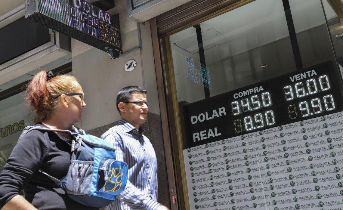 El dólar rebotó y cerró a $38,31