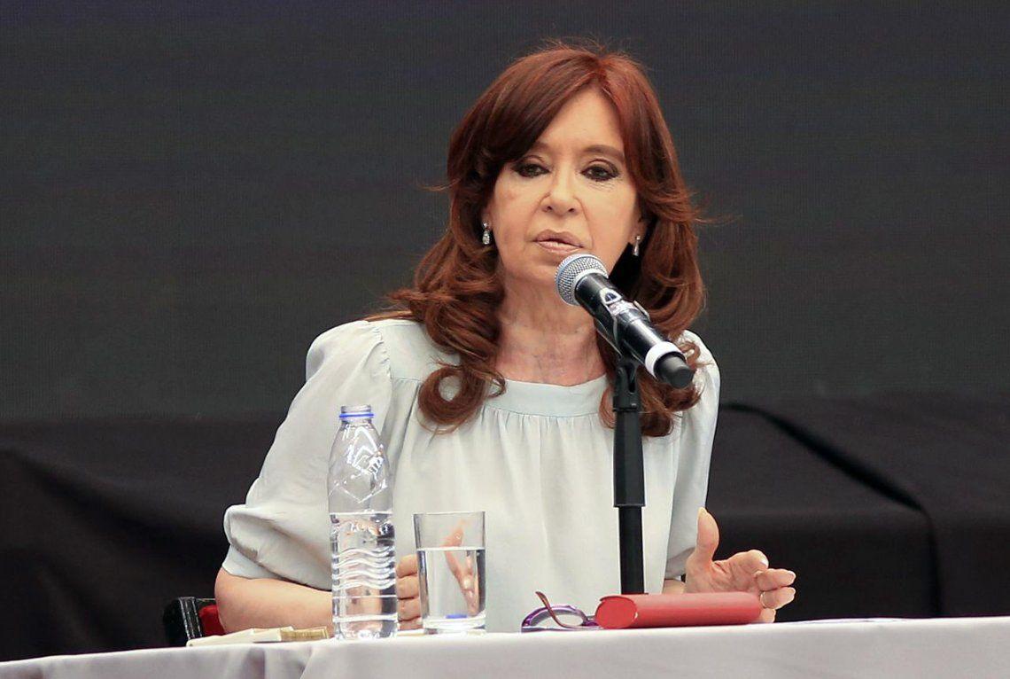 Una costurera inició una millonaria demanda contra Cristina Fernández de Kirchner