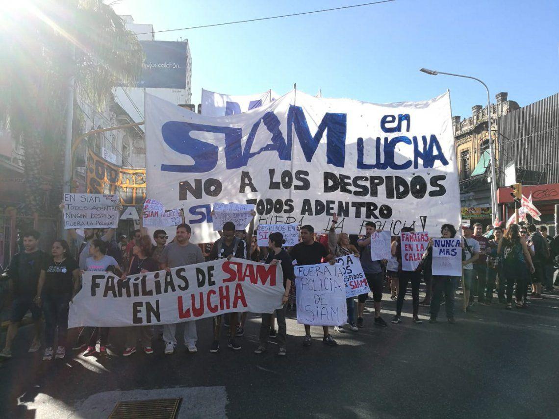 Avellaneda: marcha y petitorio de los despedidos de SIAM