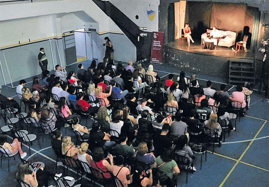 Remedios de Escalada: teatro y debate sobre la violencia de género