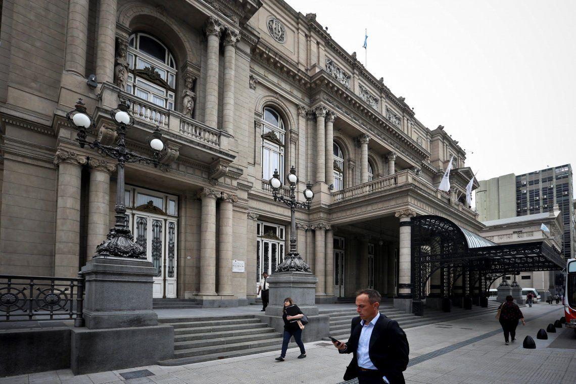 Guías del Teatro Colón denuncian que fueron despedidos en plena cuarentena