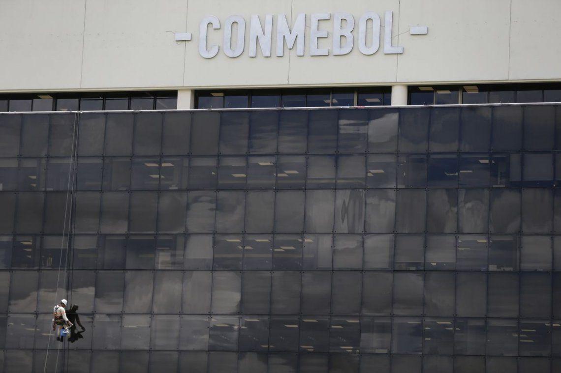 A horas de viajar a Madrid, Boca presentó su apelación al fallo de la Conmebol