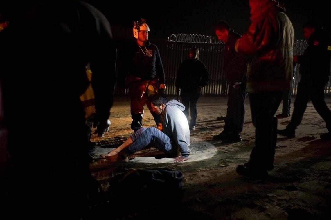 Las autoridades detienen a un migrante hondureño mientras intentaba cruzar la frontera de Estados Unidos