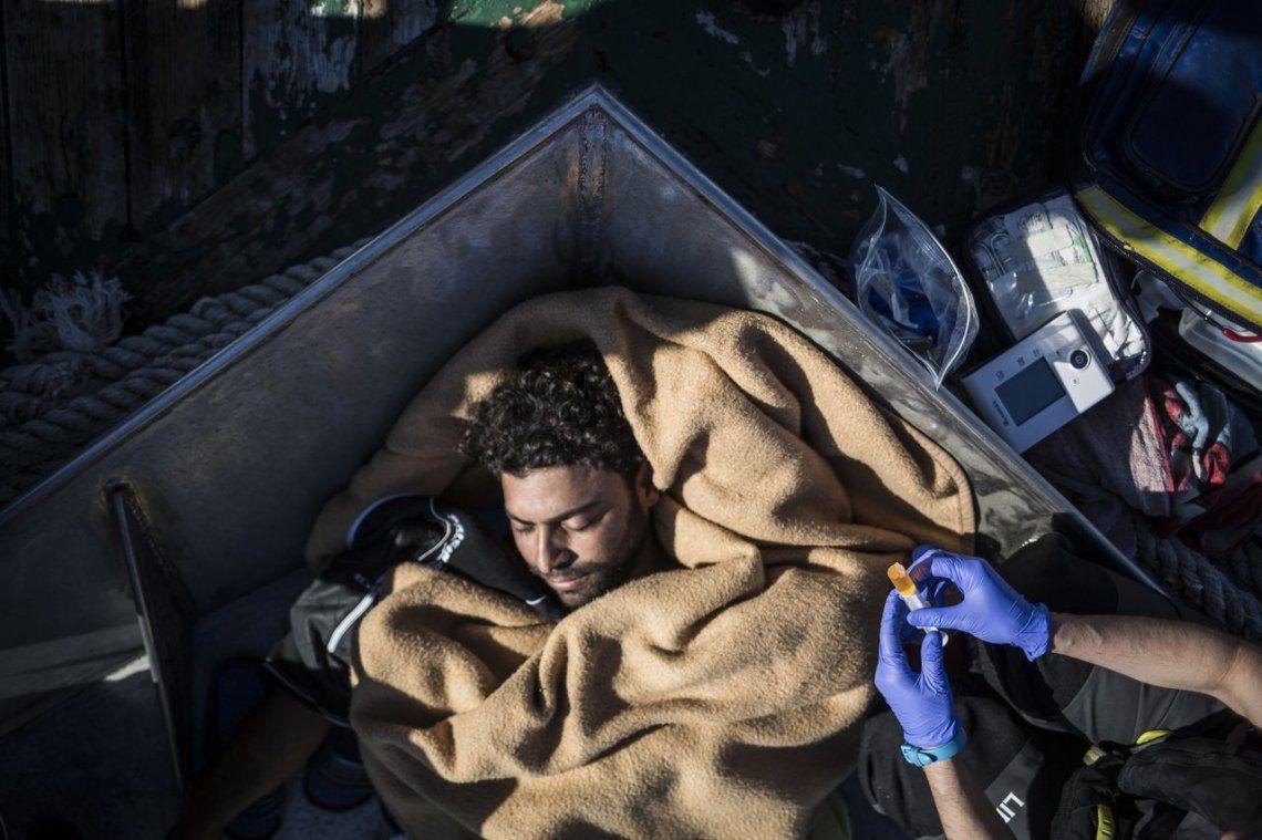 Funcionarios españoles dicen que han rescatado a unos 650 migrantes de 16 barcos que cruzan el Mediterráneo
