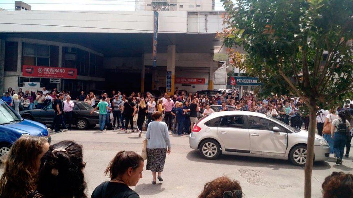 Trabajadores de los Tribunales de Quilmes y del Hospital Eduardo Oller de San Francisco Solano decidieron evacuar los edificios ante la posible emergencia